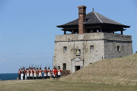 File:North Redoubt with British reenactors, Old Fort ...