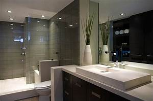 Bathroom designs bob vila for Bathroom in middle of house