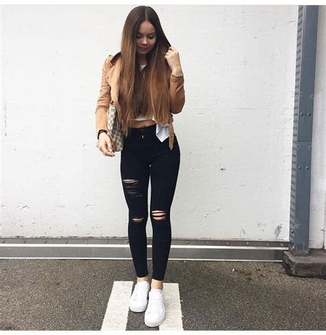 Black Ripped Jeans Fall Outfit