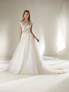 Pronovias petite wedding dresses pronovias for Wedding dresses petite