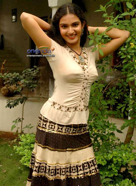 unseen tamil actress images pics hot honey rose tight