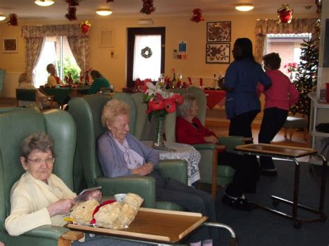 christmas nursing home day in a nursing home 169 stephen craven cc by sa 2 0 geograph britain and ireland