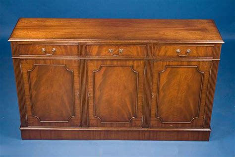 Mahogany Sideboard For Sale by Antique Georgian Style Mahogany Sideboard For Sale