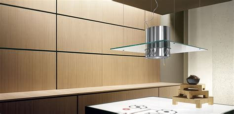 ilot cuisine hotte filtrante en verre suspendue au plafond photo 14 15