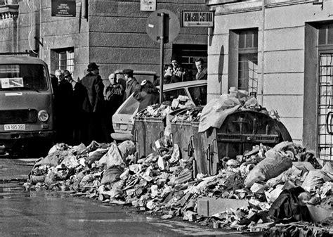 siege sarajevo file sarajevo siege garbage jpg wikimedia commons