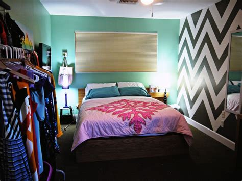 chevron bedroom decor 25 best ideas about chevron painted walls on