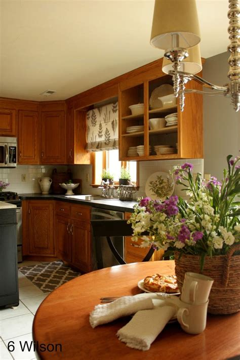 wall color for oak cabinets colours that look good with oak cabinets walls