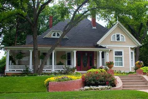 paint color ideas  ornate victorian houses victorian