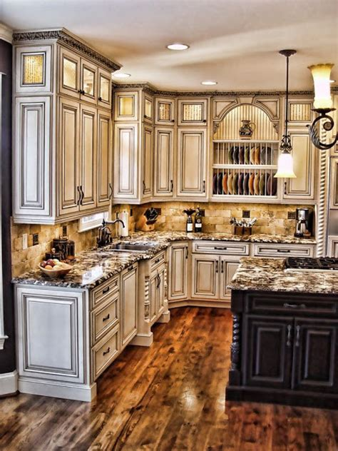painting kitchen cabinets antique white how to paint antique white kitchen cabinets projets à