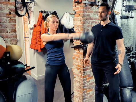 johansson scarlett body actress fitness super avengers lagree perfect achieve hero