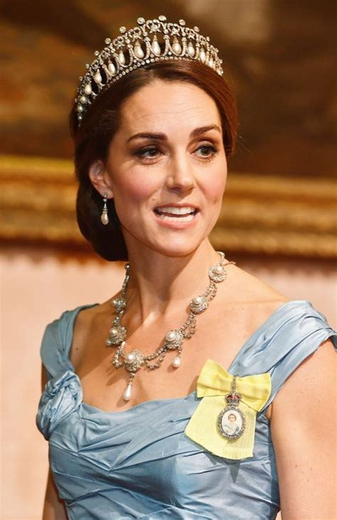 royal family order kate middleton wears royal