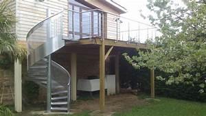 Terrasse surelevee en bois et escalier en metal terrasse for Escalier bois exterieur en kit