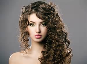 coupe cheveux frises coupe de cheveux frisés jerrie lacy