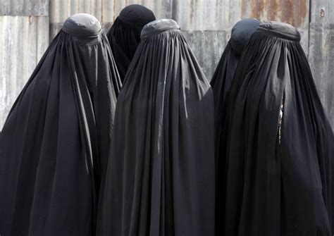 chad bans full face veil   suicide bomb attacks