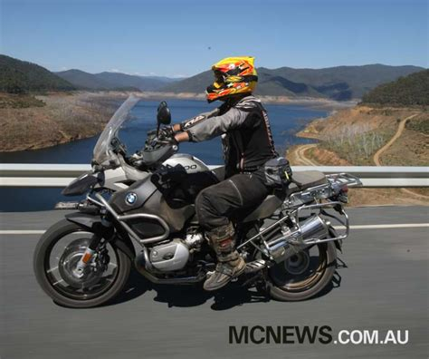 19 trip review freedom of the bmw r 1200 gs mcnews au the crew review metaleater 1000