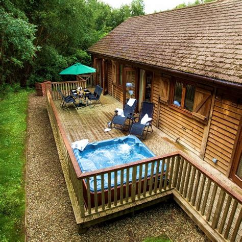 Forest Lodge With Tub by Griffon Forest Lodges Flaxton Lodge Reviews Photos