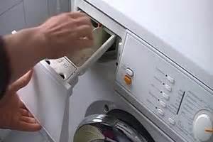 Waschmaschine Riecht Muffig : video waschmaschine sauber machen so geht s richtig ~ Frokenaadalensverden.com Haus und Dekorationen