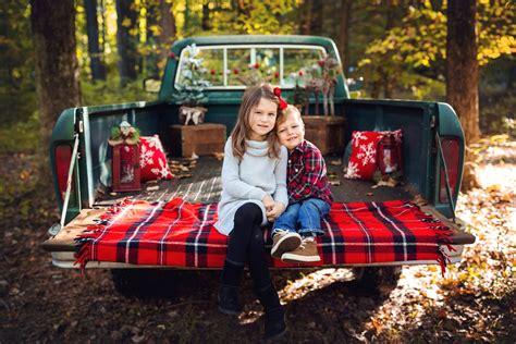 christmas truck mini sessions   mnm family