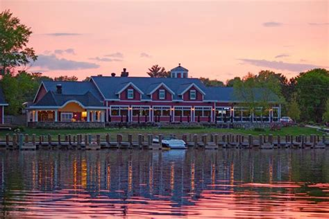 Your Boat Club Forest Lake Mn by 10 Lakeside Restaurants In Minnesota You Simply Must Visit