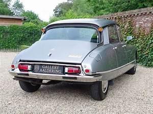 Age Voiture De Collection : 10 meilleures id es propos de citroen ds sur pinterest voitures classiques voitures ~ Gottalentnigeria.com Avis de Voitures