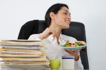 manger au bureau manger seule et tranquille une grande rêveuse