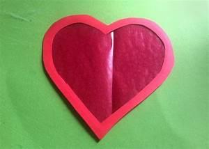Herz Aus Zweigen Basteln : herz aus transparentpapier basteln als fensterbild ~ Markanthonyermac.com Haus und Dekorationen