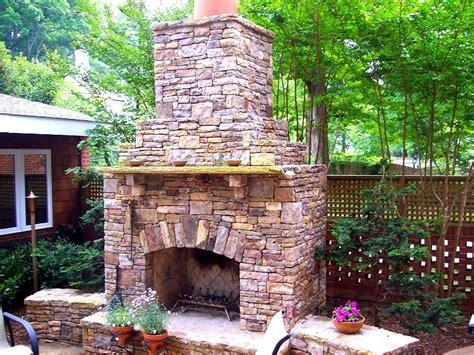 20 Beautiful Outdoor Stone Fireplace Designs