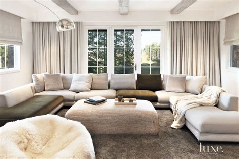 Tv Room Sofa by 15 Tv Rooms That Feed Into Your Binge Needs
