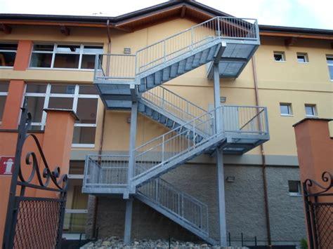 corrimano scale normativa scale antincendio a gradini