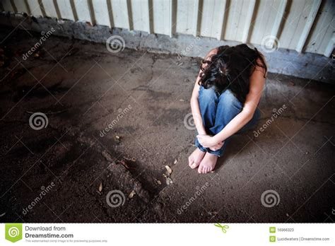 traurige frauen bilder traurige frau stockbild bild kaukasisch 16966323
