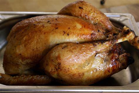cuisiner un chapon au four chapon de noël farci au foie gras recette du chapon