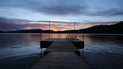chambre bleu et blanc photo gratuite quai lac coucher de soleil image