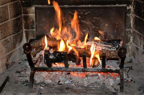 camino acceso fuoco acceso e cena matebi