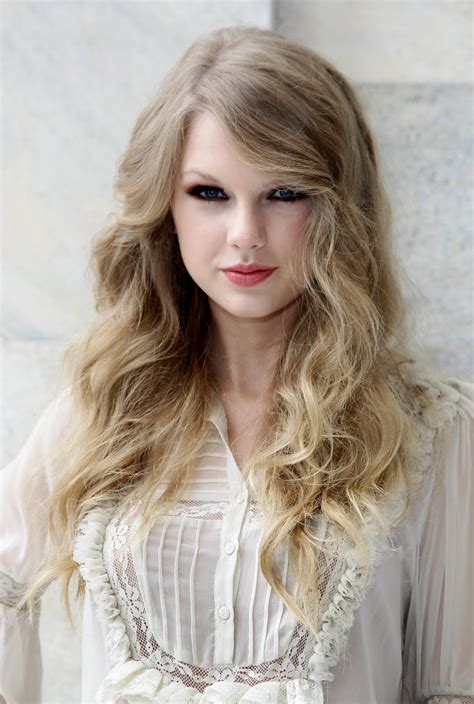 Taylor Swift  Sophisticated Look  Hollywood's Most