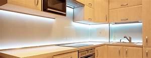 Eclairage Led Pour Cuisine : eclairage plafond cuisine led dans les rangements view ~ Preciouscoupons.com Idées de Décoration
