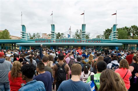 disneyland crowded wait