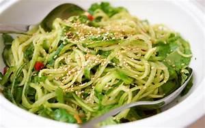 Zucchini Nudeln Schneider : asiatischer gurken nudel salat clean eating rezept elle republic ~ Eleganceandgraceweddings.com Haus und Dekorationen
