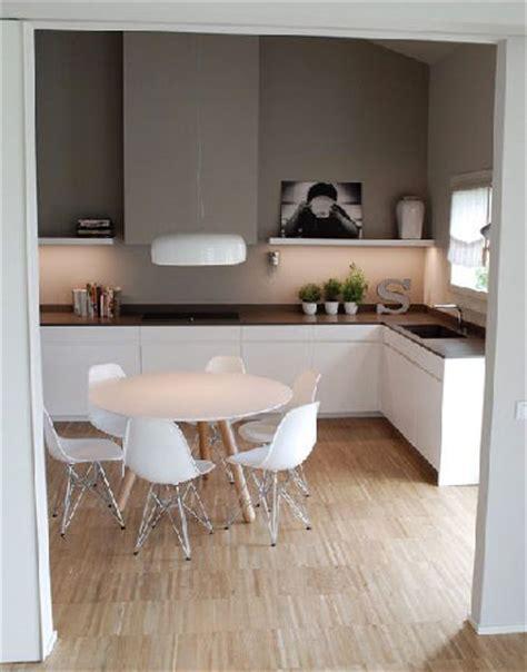 cuisine ambiance cuisine blanche et peinture grise ambiance scandinave