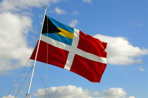 Boat Registration Flags by Yacht Registration With The Bahamas Flag Yachting Pages