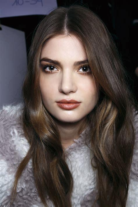 wear brown lipstick      throwback stylecaster