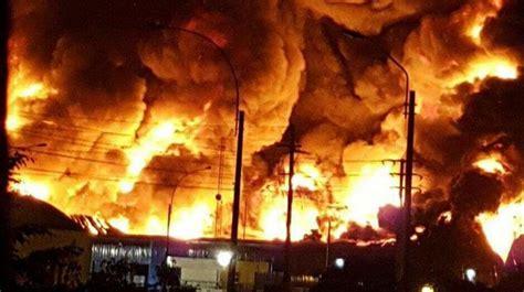 Incendio Consumió Una Fábrica De Papel En Callao