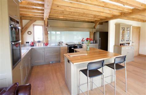 white l shaped kitchen with island white gloss island with white granite top l shaped kitchen