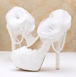 chaussures dorã es mariage chaussure blanc avec des fleures pour mariage ch076