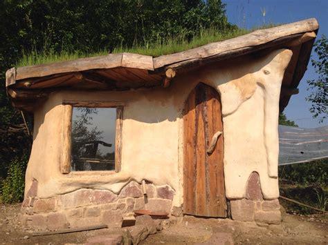 Schritt Fuer Schritt Ein Haus Modernisieren by Ein Lehmhaus Entsteht Aus Den Baustoffen Lehm Holz