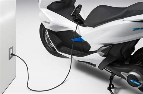 Honda Pcx Electric Modification by Honda Pcx Electric And Pcx Hybrid Unveiled Bikesrepublic