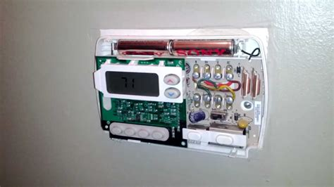 how to fix your thermostat changing the batteries