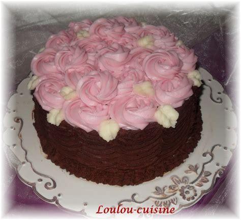 decoration gateau creme au beurre g 226 teau au chocolat d 233 cor de roses la cuisine de loulou