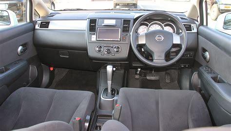 File Nissan Tiida Interior Jpg Wikimedia Commons