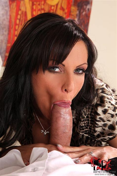 Hot brunette mom with big natural tits givi - XXX Dessert - Picture 4