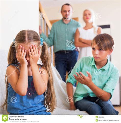streit zwischen kindern stockfoto bild